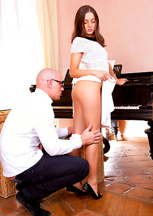 Pounding On the Piano Foxy Di and Leny Ewil