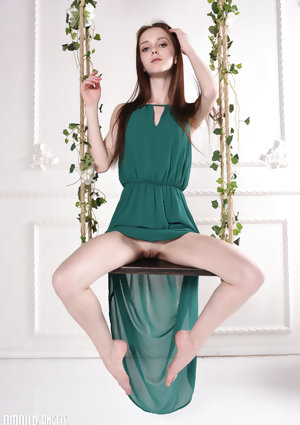 Beautiful skinny Lapa flashes naked upskirt
