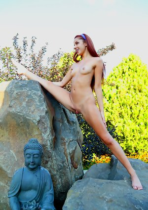Vanna Bardot Undressed in Elastic Maiden