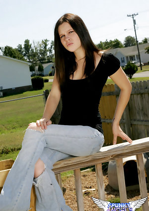 Hot young amateur Emma pulling down her tight jeans outside to flash hot ass