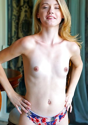 Innocent-looking chick Hannah Hays goes naughty while rich parents are away
