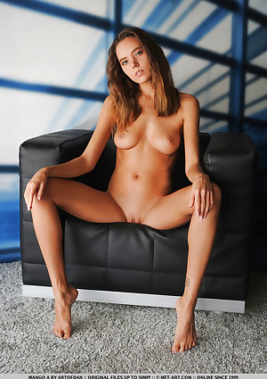 Mango A nude in erotic CITY LINES gallery