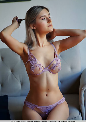 Eva Elfie nude in erotic APPLIQUE gallery