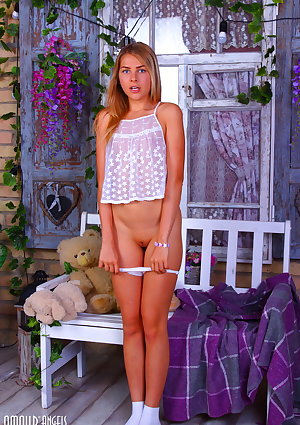 Youthful blondhaired Elis squats before pose her tight slit in white socks